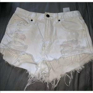 Abercrombie & Fitch White Shorts Size 0 Super Cute